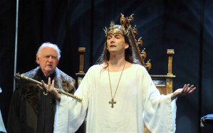 Oliver Ford Davies as the Duke of York and David Tennant as Richard II