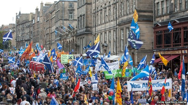 Scottish independence rally on the Royal Mile, Edinburgh (Picture by BBC)